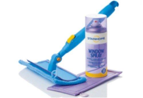 spazzolone e prodotto spray per pulizie