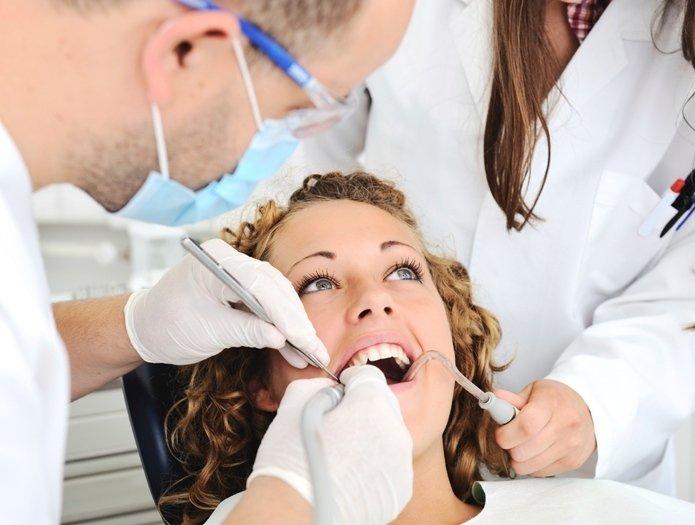 seduta dal dentista