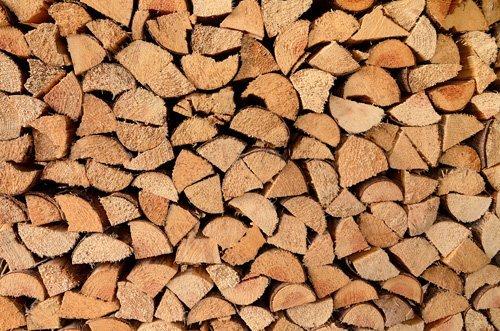 legna da ardere accatastata