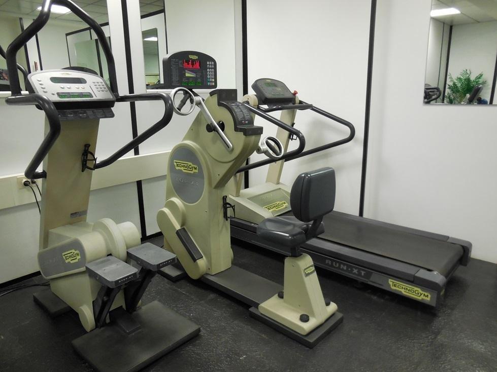 attrezzature isotoniche e di cardiofitness Technogym