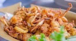 calamari fritti, totani fritti, piatto di fritto misto