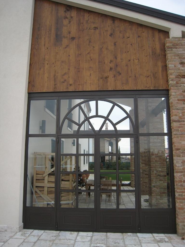 porta e chiusura laterale a vetri