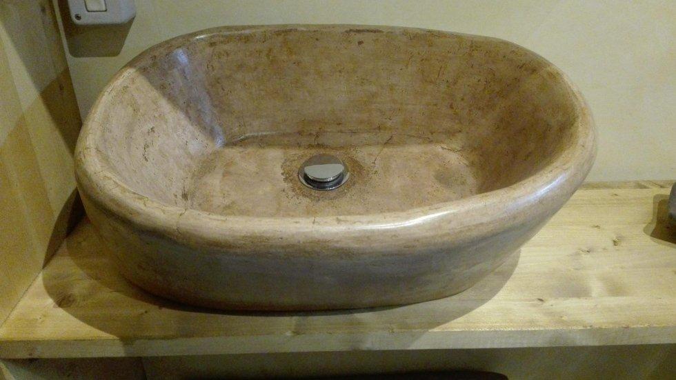 lavabo in cocciopesto