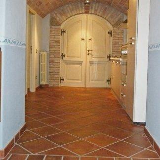 ingresso in cotto con soffitto anticato