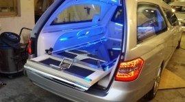 auto funebre moderna, trasporto bare, marcia funebre