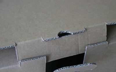 Dettaglio incastro scatola cartone ondulato