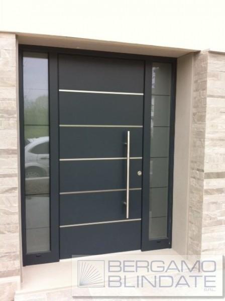 Porta blindata pannello in alluminio con strutture laterali