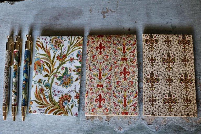 Notes Florentia, Giglio, Lilium, Cipro