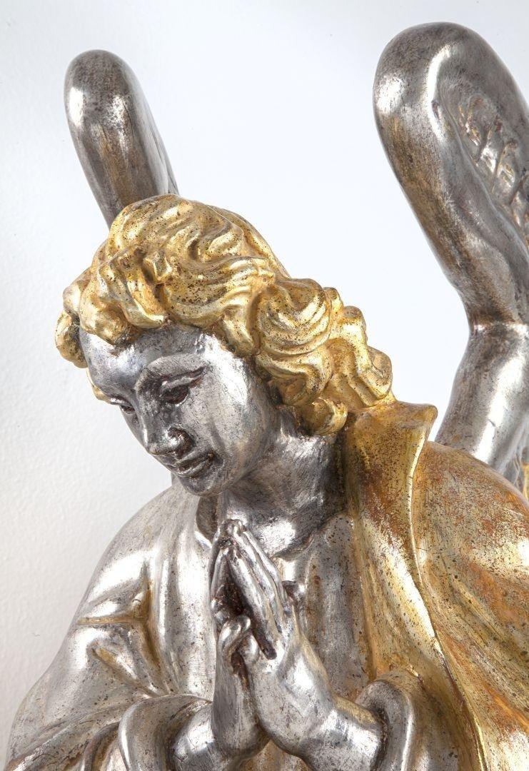 Angelo in preghiera argento e mecca sinistro dettaglio