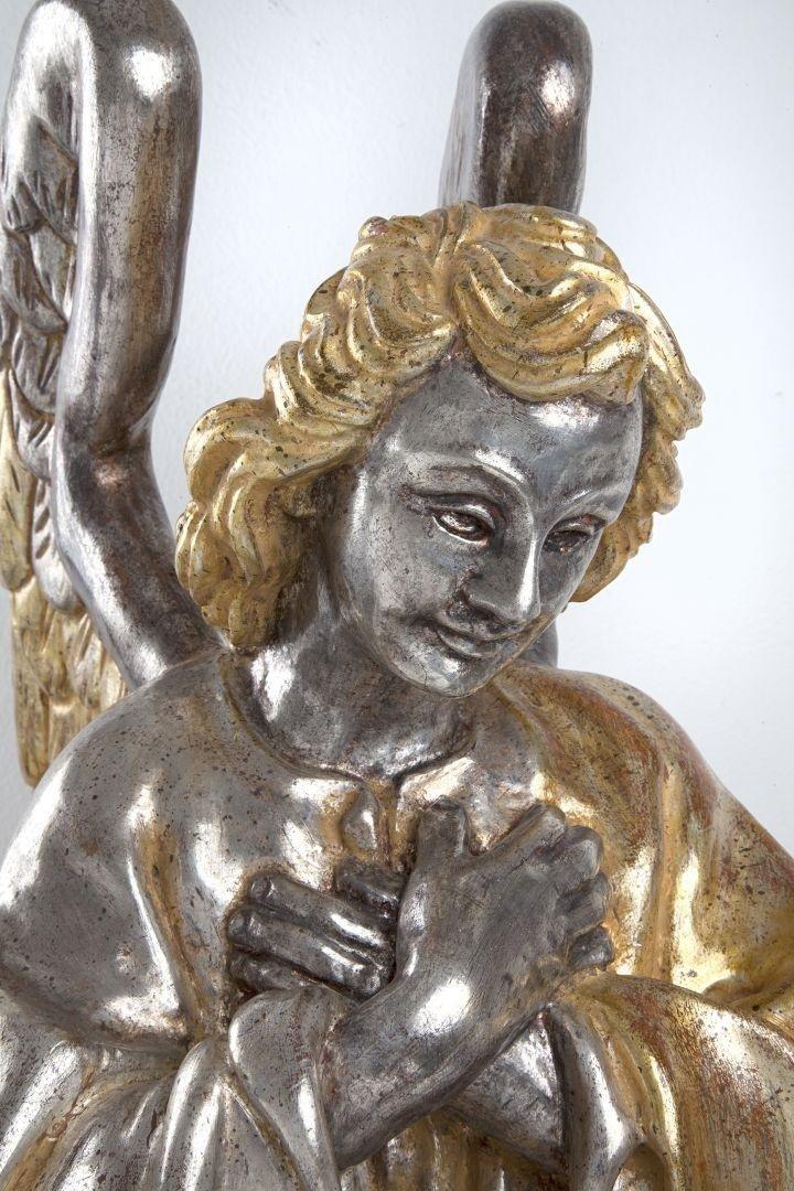 Angelo in preghiera argento e mecca destro dettaglio