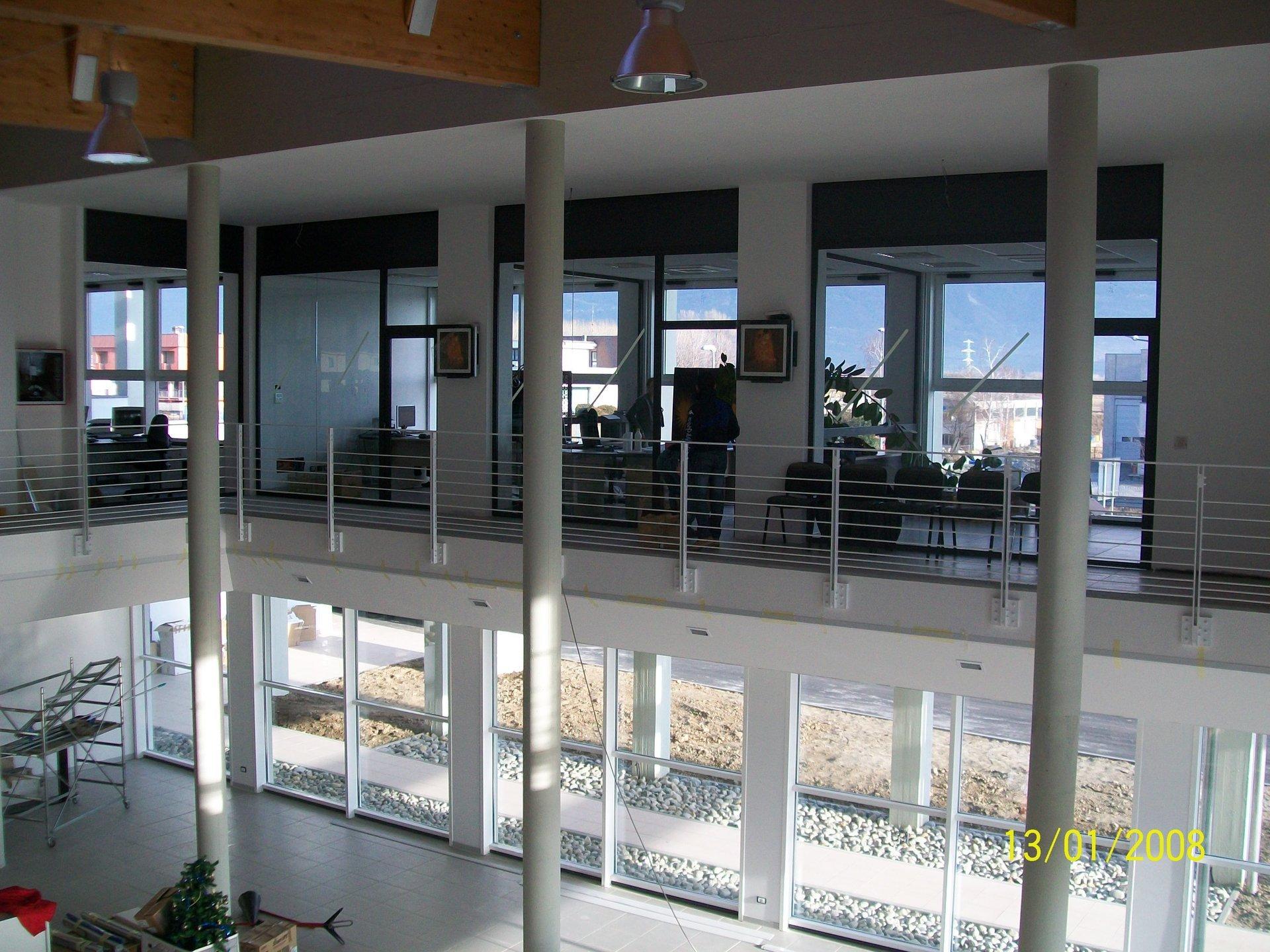 interno di un edificio da un piano superiore