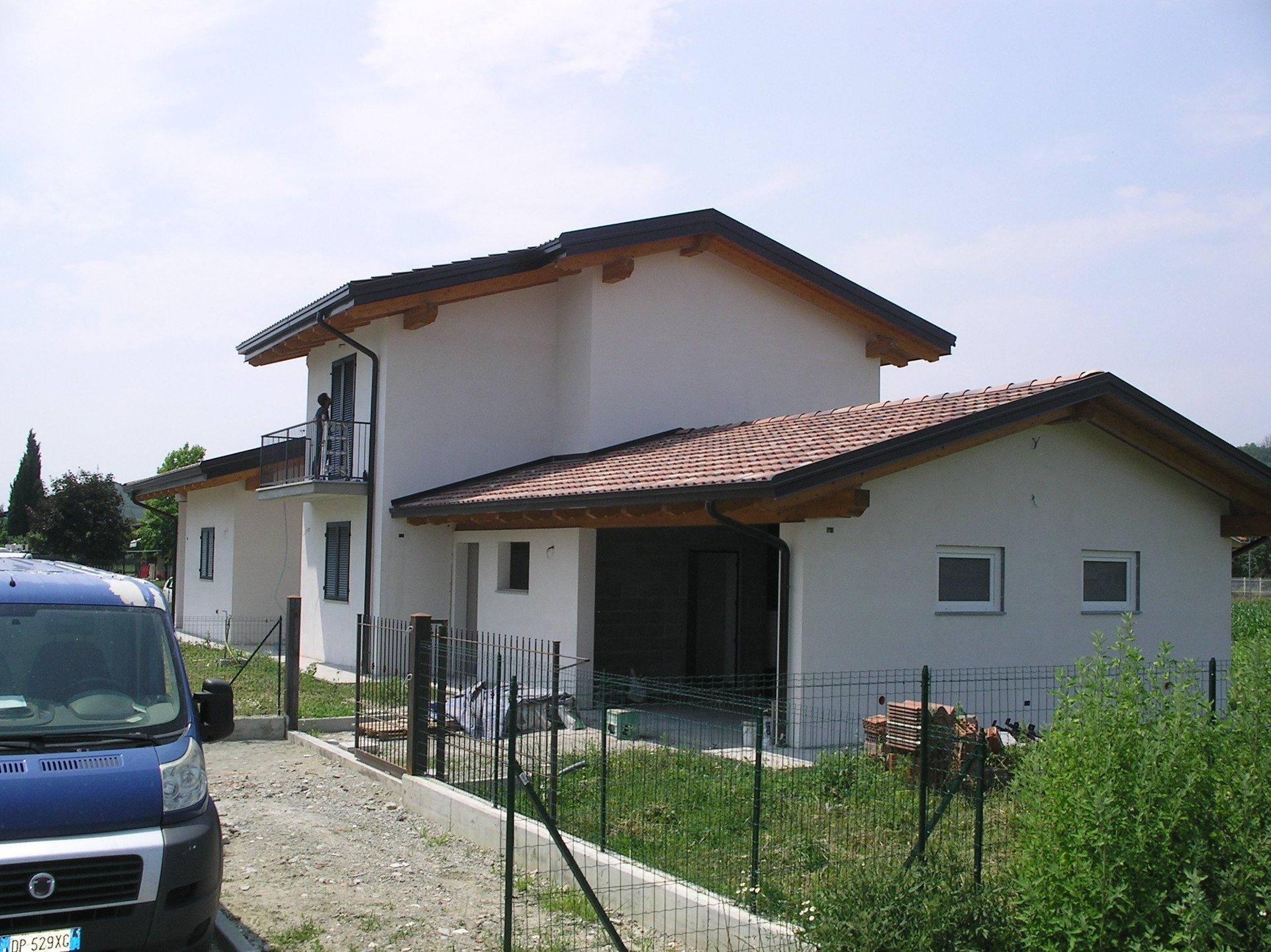 case indipendente durante ristrutturazione con giardino