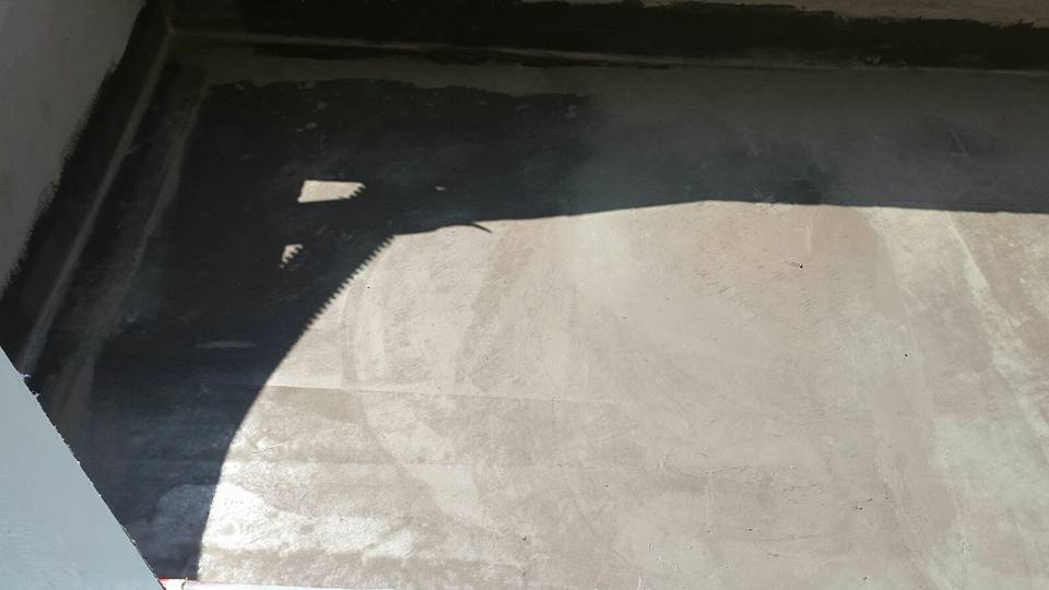 Immagine di un pavimento di cemento che ha bisogno di una riparazione