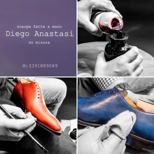 una scarpa di camoscio da uomo