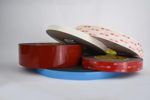 Tapes in honeycomb polycarbonate