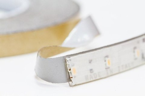 Thermally conductive double-sided adhesive tapes