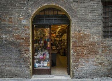 merceria a siena - storica merceria di siena - merceria - corsetteria a siena - accessori per tappezzieri siena