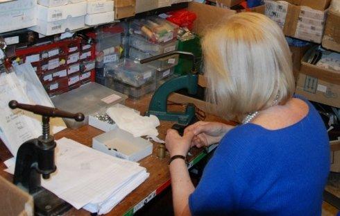 Piccole riparazioni nel Laboratorio de La Merceria dei Nonni
