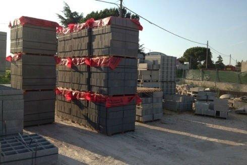 dei blocchi di cemento