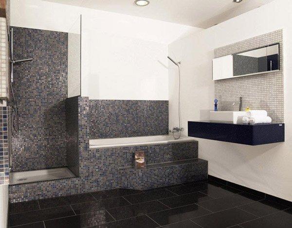 bathroom with mosaic tiling