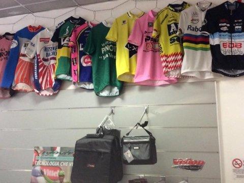 Abbigliamento e accessori bici