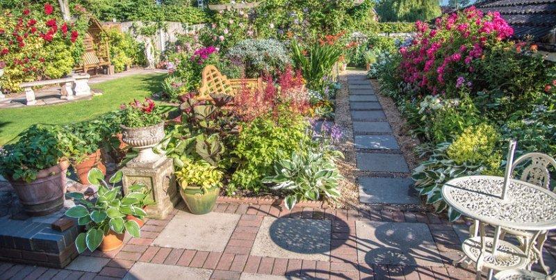 Top class landscape design in kent for Garden design kent