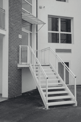 scala con gradini a griglia