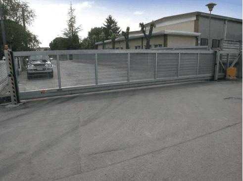 cancello scorrevole con tamponatura
