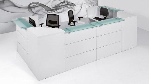 scrivania con ripiano in vetro
