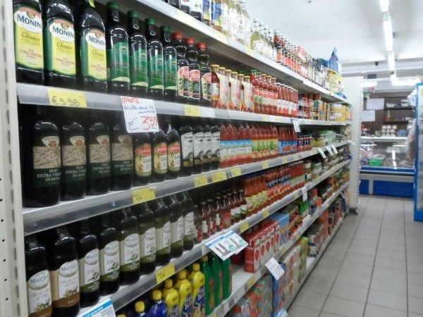 scaffale degli oli e dei condimenti