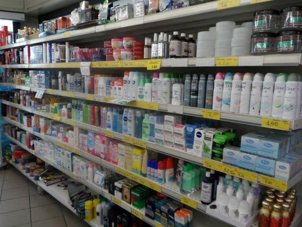 scaffale dei prodotti di bellezza e igiene