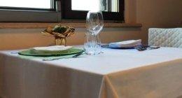 tavoli privati, bicchieri, cena a base di polpo