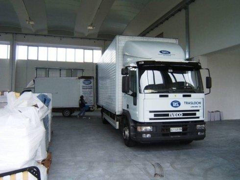 camion in magazzino