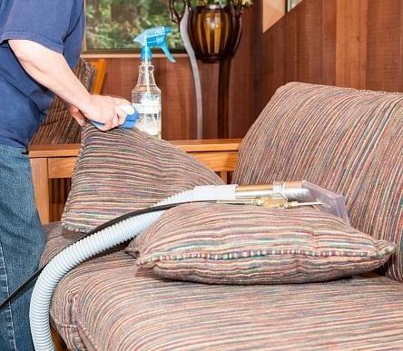 lavaggio poltrone e divani
