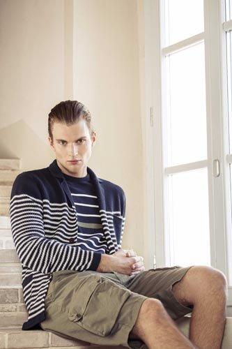 Modello con bermuda e giacchetta