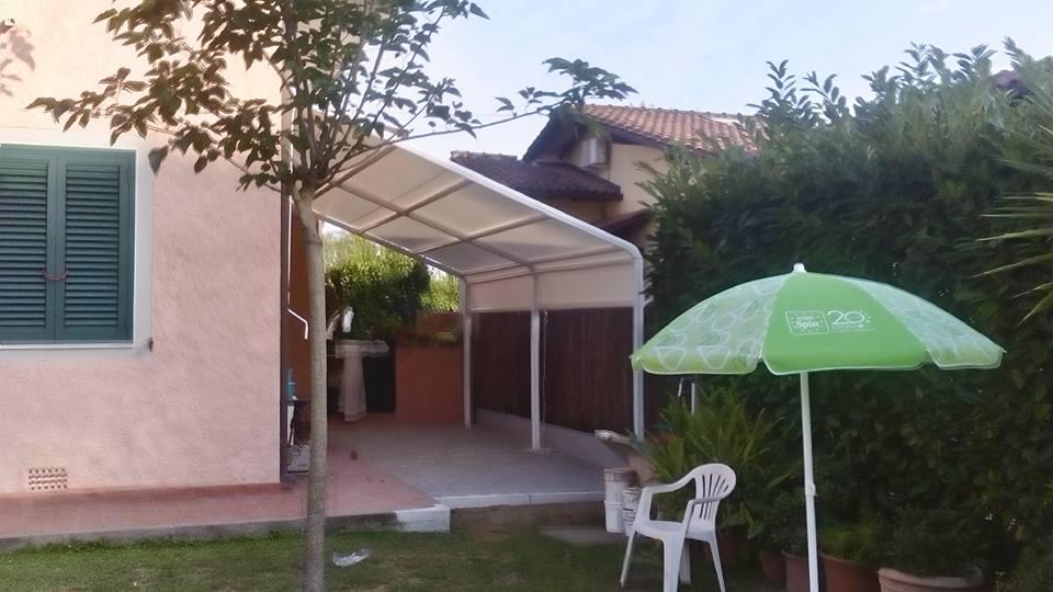 giardino con tende parasole