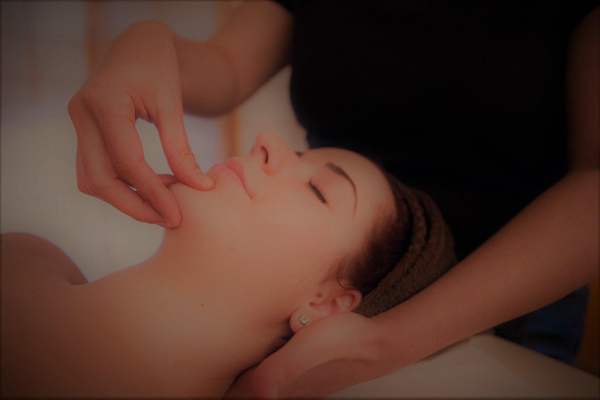 massaggio alla tempia