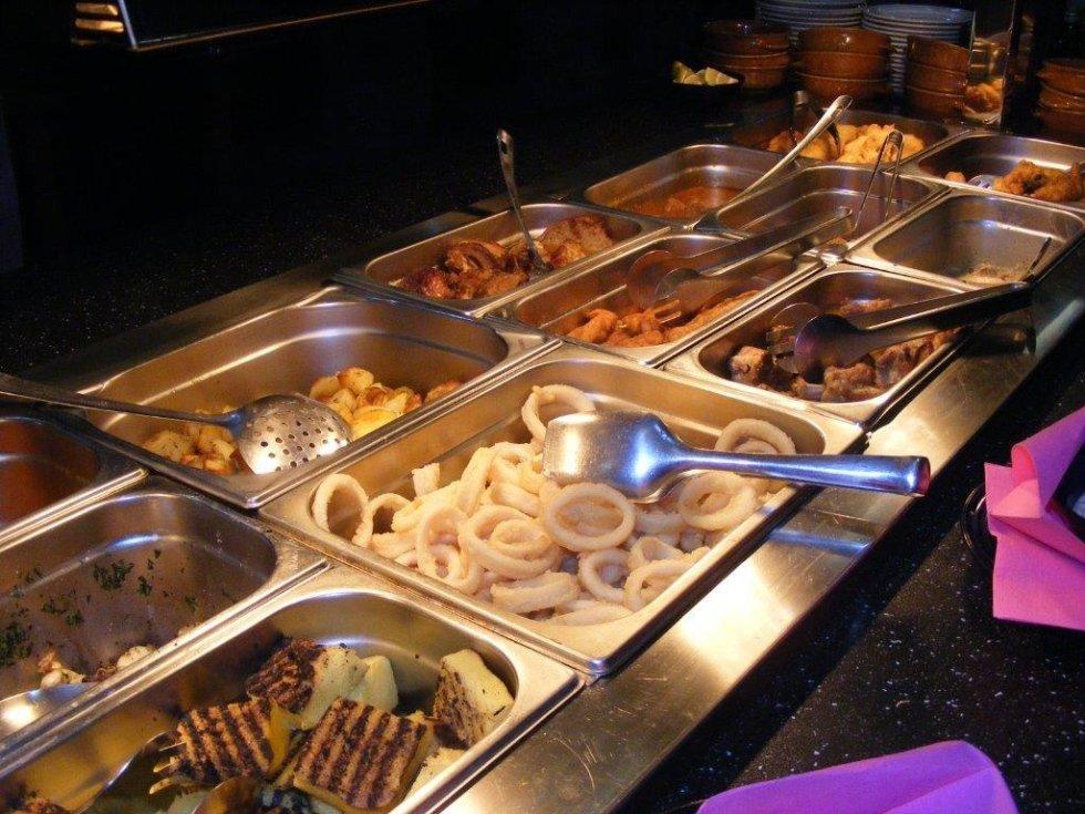 pesce e carne a buffet