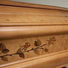 intarsi floreali legno