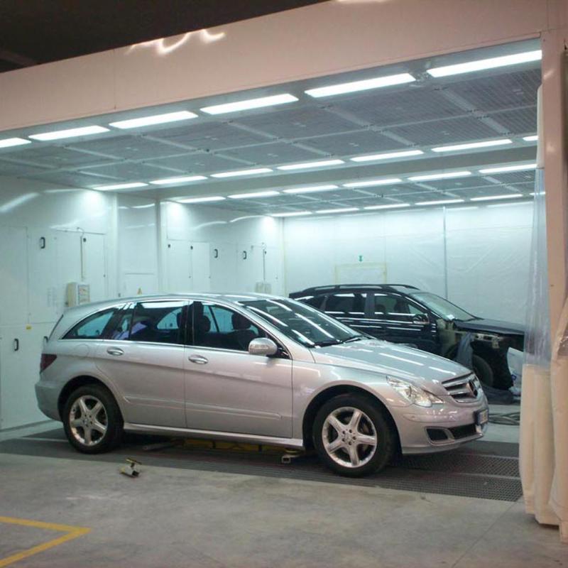 macchine in un garage