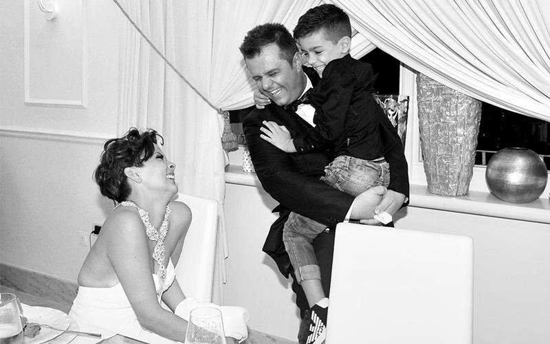 Foto di famiglia a un matrimonio