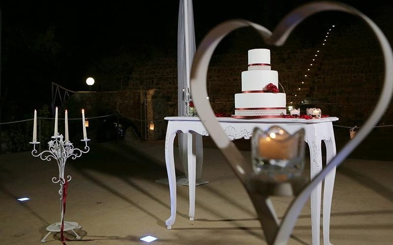 Torta matrimoniale a tre piani
