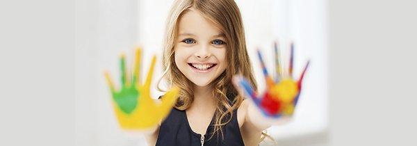 avicruz child with paints in her hand
