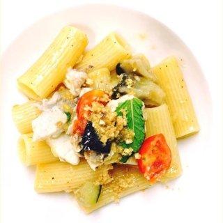 Rigatoni con pesce spada, melanzane, pomodorini e mentuccia