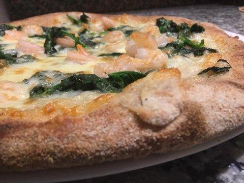 Bianca di mozzarella- spinaci freschi e gamberetti- impasto integrale