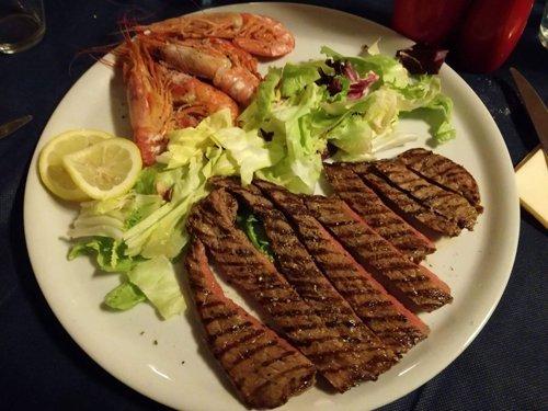tagliata di pesce con gamberi e verdure