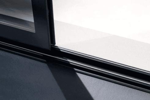 serramento scorrevole con guide