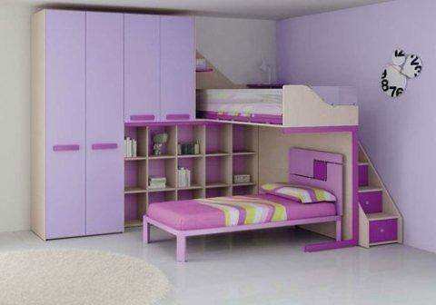 cameretta con mobili rosa e letti a castello