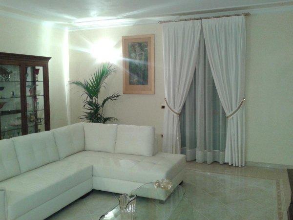 tende per salotti con divano ad angolo