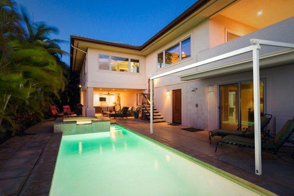 piscina rettangolare con casa indipendente